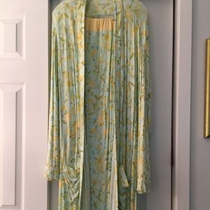 Gorgeous Robe w/matching pj bottom and top